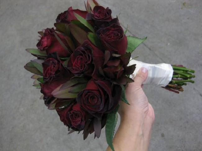Xôn xao loài hoa hồng đen cực quý hiếm, chỉ trồng được ở duy nhất 1 ngôi làng - Ảnh 7.