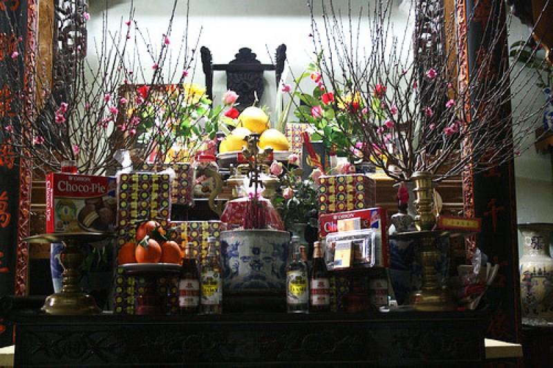 Muốn lộc vào nhà ào ào trong năm mới cứ chưng những hoa này trên bàn thờ - Ảnh 1.