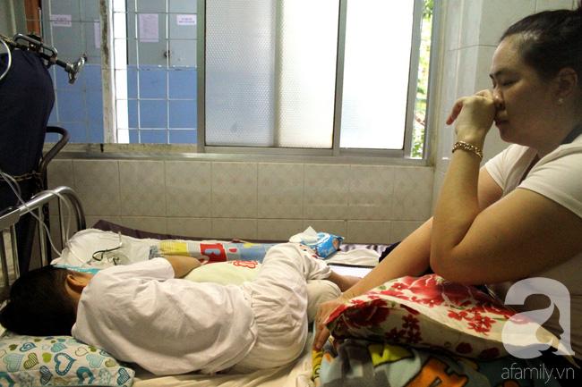 Tết trong bệnh viện: Chỉ cần con khỏi bệnh thì Tết đã quá đủ đầy - Ảnh 1.