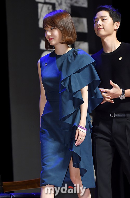 Đáng yêu thế này, bảo sao So Ji Sub - Song Joong Ki không làm fan điêu đứng - Ảnh 9.