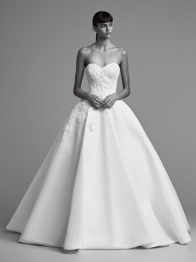 Nhìn lại 4 lần khoác lên mình bộ váy cưới và dự đoán chiếc váy mà Song Hye Kyo sẽ chọn mặc ngày 31 này  - Ảnh 15.