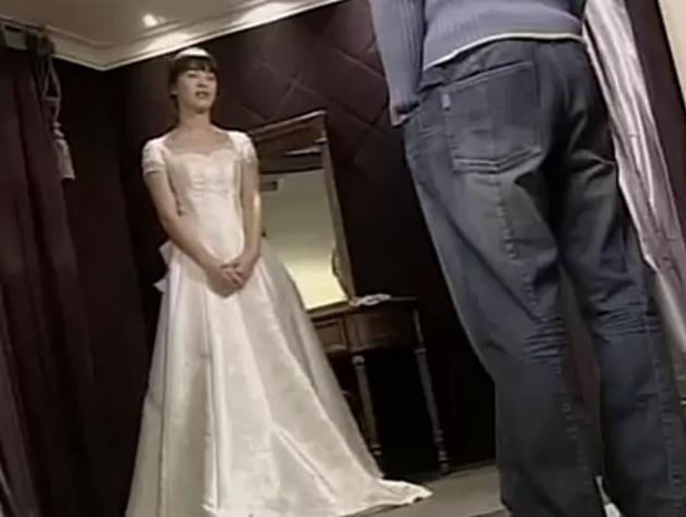 Nhìn lại 4 lần khoác lên mình bộ váy cưới và dự đoán chiếc váy mà Song Hye Kyo sẽ chọn mặc ngày 31 này  - Ảnh 7.