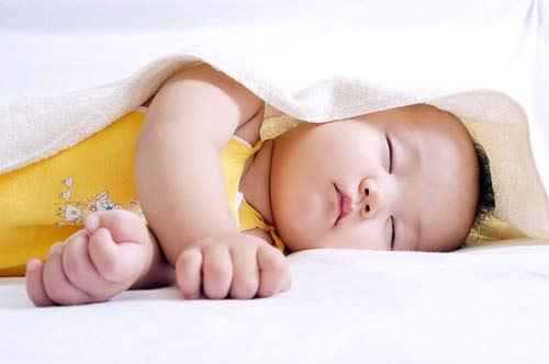 Bắt bài 6 thói quen ngủ của trẻ và cách xử lý để bé ngủ ngon hơn - Ảnh 1.