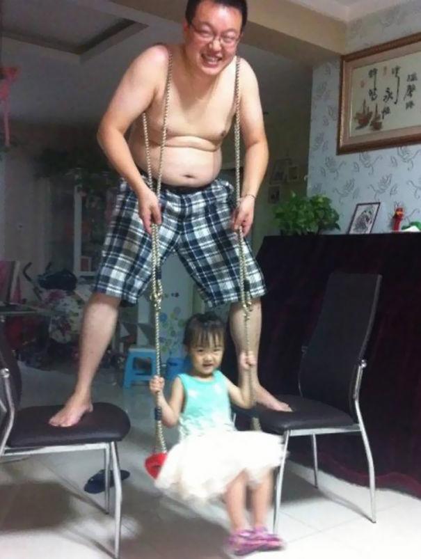 Hài hước những kiểu chơi với con thông minh của ông bố lười - Ảnh 7.