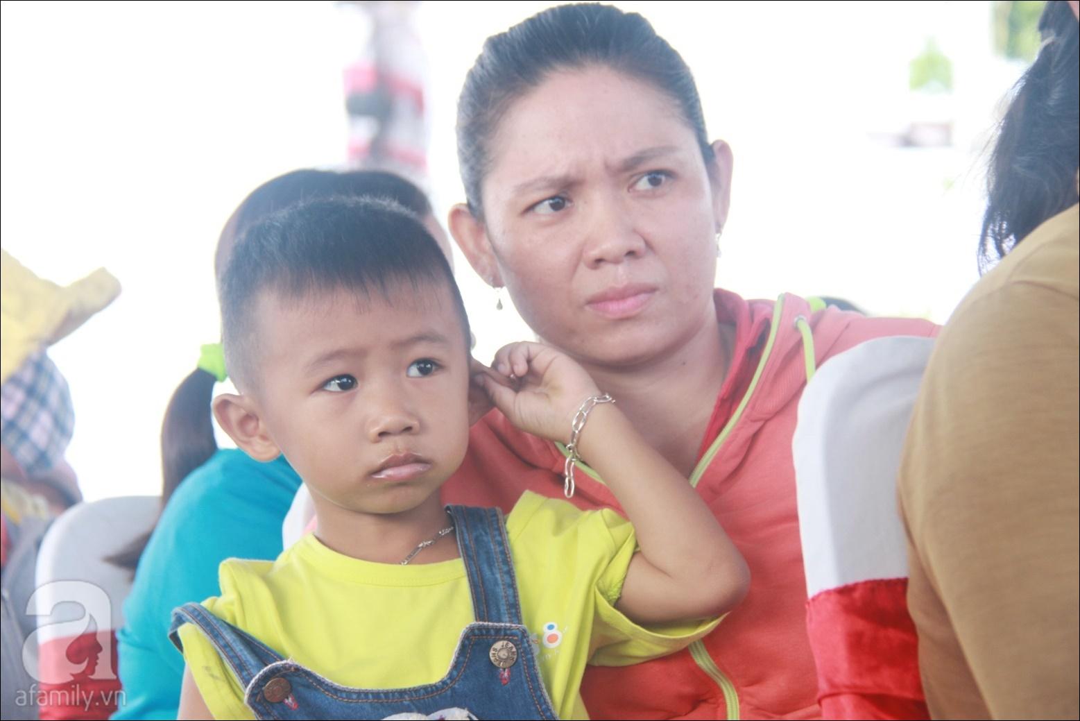 Lần đầu tiên, hàng trăm trẻ em nghèo ở Long An được xem phim,