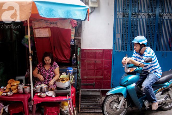 Chuyện cô Ba Sài Gòn có nụ cười giòn tan: Bán phá lấu 28 năm, nuôi 7 miệng ăn và mua nhà 3 tỷ - Ảnh 3.
