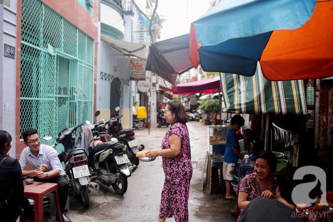 Chuyện cô Ba Sài Gòn có nụ cười giòn tan: Bán phá lấu 28 năm, nuôi 7 miệng ăn và mua nhà 3 tỷ - Ảnh 14.