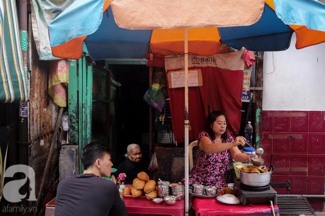 Chuyện cô Ba Sài Gòn có nụ cười giòn tan: Bán phá lấu 28 năm, nuôi 7 miệng ăn và mua nhà 3 tỷ - Ảnh 13.
