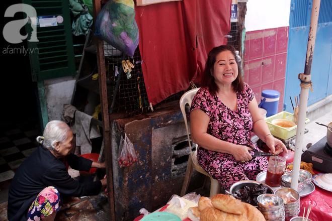Chuyện cô Ba Sài Gòn có nụ cười giòn tan: Bán phá lấu 28 năm, nuôi 7 miệng ăn và mua nhà 3 tỷ - Ảnh 1.
