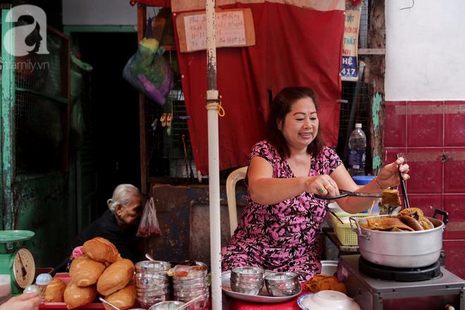 Chuyện cô Ba Sài Gòn có nụ cười giòn tan: Bán phá lấu 28 năm, nuôi 7 miệng ăn và mua nhà 3 tỷ - Ảnh 4.
