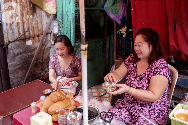 Chuyện cô Ba Sài Gòn có nụ cười giòn tan: Bán phá lấu 28 năm, nuôi 7 miệng ăn và mua nhà 3 tỷ - Ảnh 5.