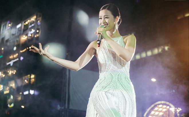 Sơn Tùng M-TP khiến fan phát cuồng vì biểu cảm nhắng nhít cực yêu - Ảnh 8.