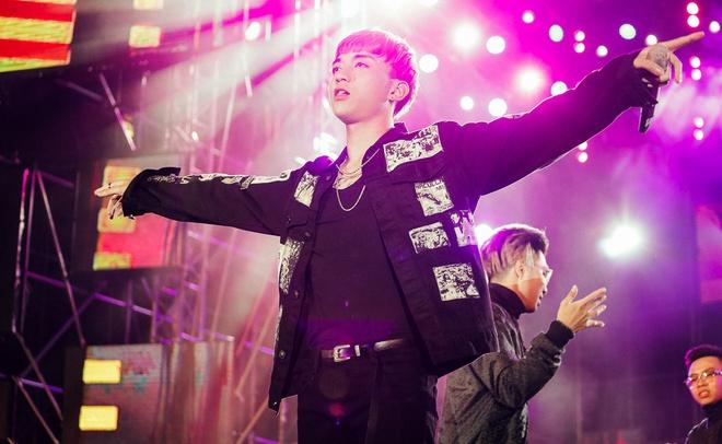 Sơn Tùng M-TP khiến fan phát cuồng vì biểu cảm nhắng nhít cực yêu - Ảnh 7.