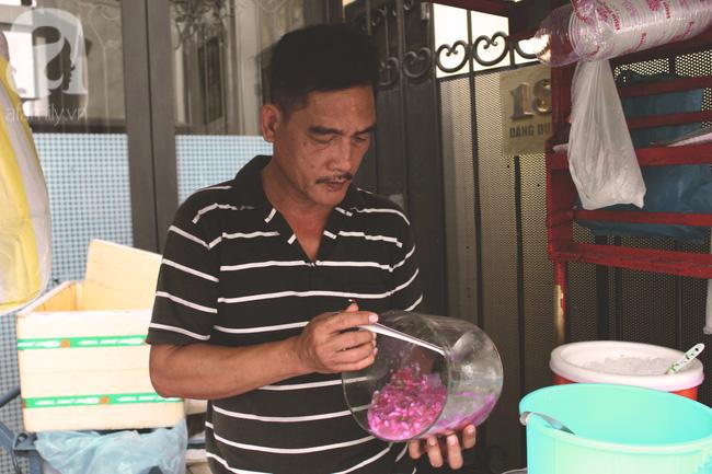 Cuối tuần nắng nóng, ghé ăn chè của ông chú chảnh khỏi cần chửi nổi tiếng Sài Gòn mà thấy mát lịm tim - Ảnh 4.