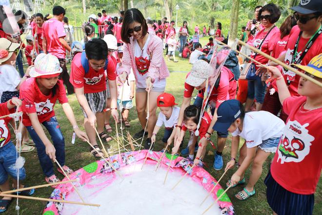 Trẻ nhỏ cùng gia đình phát cuồng trong đại dương bọt mịn lớn nhất Việt Nam - Ảnh 2.