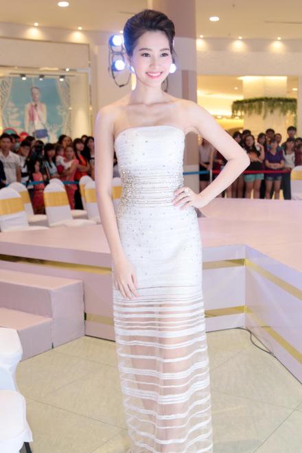 Đúng là chỉ có những thiết kế của Lê Thanh Hòa mới giúp Thu Thảo toả sáng - Ảnh 12.