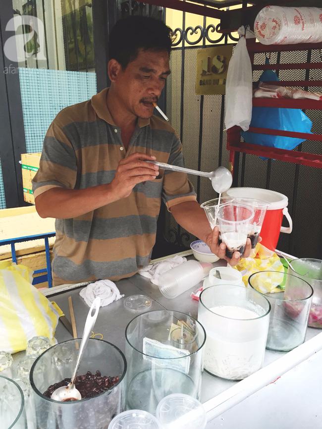 Cuối tuần nắng nóng, ghé ăn chè của ông chú chảnh khỏi cần chửi nổi tiếng Sài Gòn mà thấy mát lịm tim - Ảnh 2.