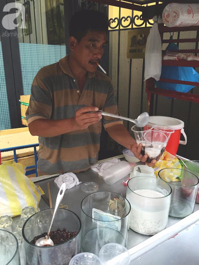 Cuối tuần nắng nóng, ghé ăn chè của ông chú chảnh khỏi cần chửi nổi tiếng Sài Gòn mà thấy mát lịm tim - Ảnh 9.