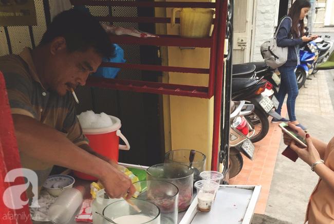 Cuối tuần nắng nóng, ghé ăn chè của ông chú chảnh khỏi cần chửi nổi tiếng Sài Gòn mà thấy mát lịm tim - Ảnh 5.