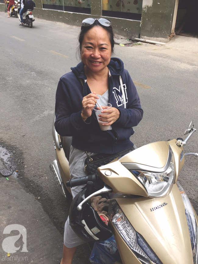 Cuối tuần nắng nóng, ghé ăn chè của ông chú chảnh khỏi cần chửi nổi tiếng Sài Gòn mà thấy mát lịm tim - Ảnh 3.
