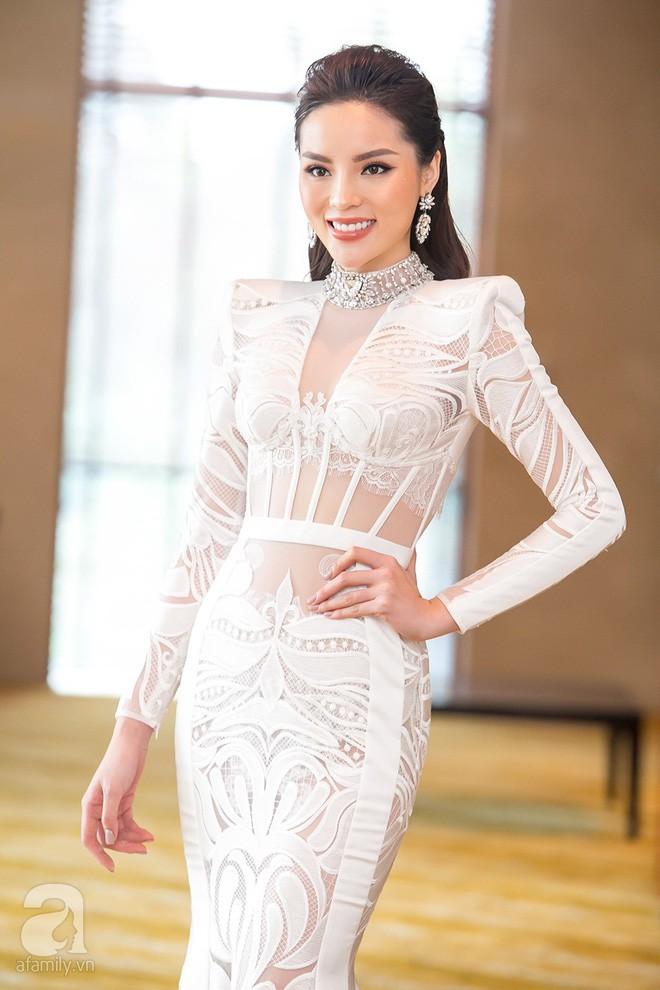 Cả showbiz Việt bây giờ toàn chạy theo phong cách trang điểm mắt đậm môi tều giống Kylie Jenner - Ảnh 8.