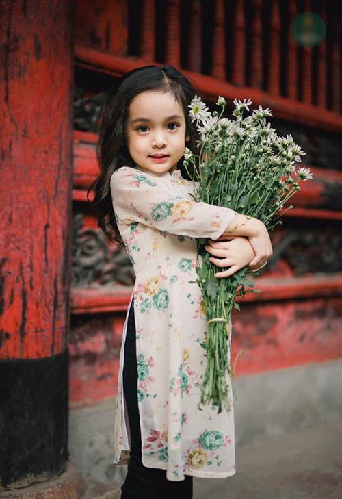 Khi các bé xúng xính trong tà áo dài ngày Tết, mẹ như thấy cả mùa xuân - Ảnh 12.