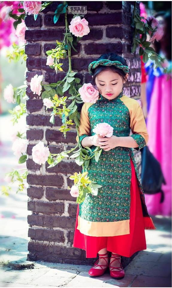 Khi các bé xúng xính trong tà áo dài ngày Tết, mẹ như thấy cả mùa xuân - Ảnh 43.