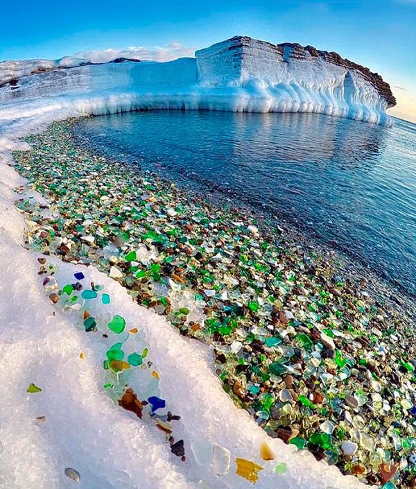 Không thể tin bờ biển đầy 'ngọc quý' với đủ màu sắc lấp lánh này lại là...