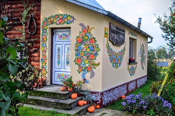Ngôi làng đẹp lạ lùng mỗi tường nhà đều là một bức họa đầy màu sắc - Ảnh 3.