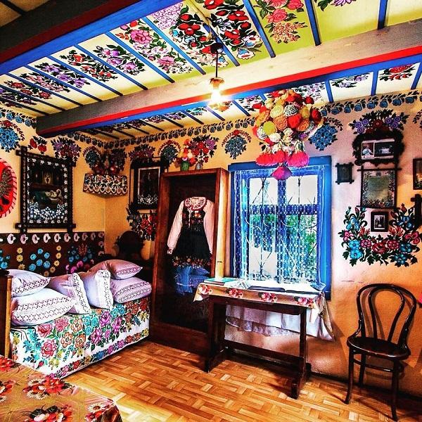 Ngôi làng đẹp lạ lùng mỗi tường nhà đều là một bức họa đầy màu sắc - Ảnh 4.