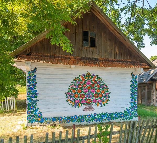 Ngôi làng đẹp lạ lùng mỗi tường nhà đều là một bức họa đầy màu sắc - Ảnh 9.