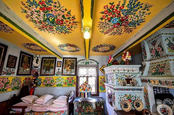 Ngôi làng đẹp lạ lùng mỗi tường nhà đều là một bức họa đầy màu sắc - Ảnh 12.