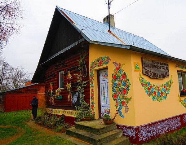 Ngôi làng đẹp lạ lùng mỗi tường nhà đều là một bức họa đầy màu sắc - Ảnh 13.