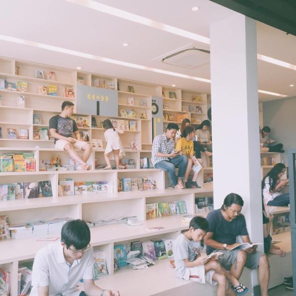 4 nhà sách đẹp mê ly, ở lì cả ngày không biết chán ở Sài Gòn - Ảnh 13.