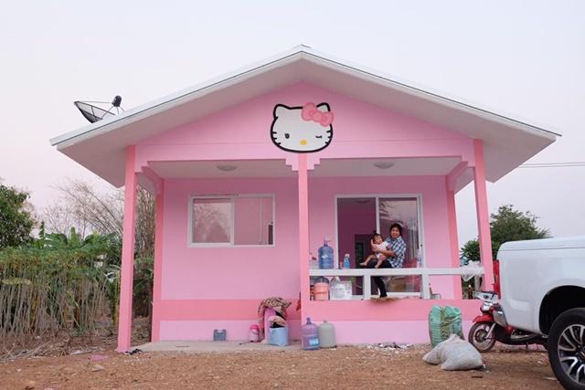 Ba mẹ dành dụm tiền xây ngôi nhà hình chú mèo Kitty đẹp như trong mơ dành tặng thiên thần nhỏ của mình - Ảnh 2.