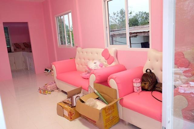 Ba mẹ dành dụm tiền xây ngôi nhà hình chú mèo Kitty đẹp như trong mơ dành tặng thiên thần nhỏ của mình - Ảnh 3.