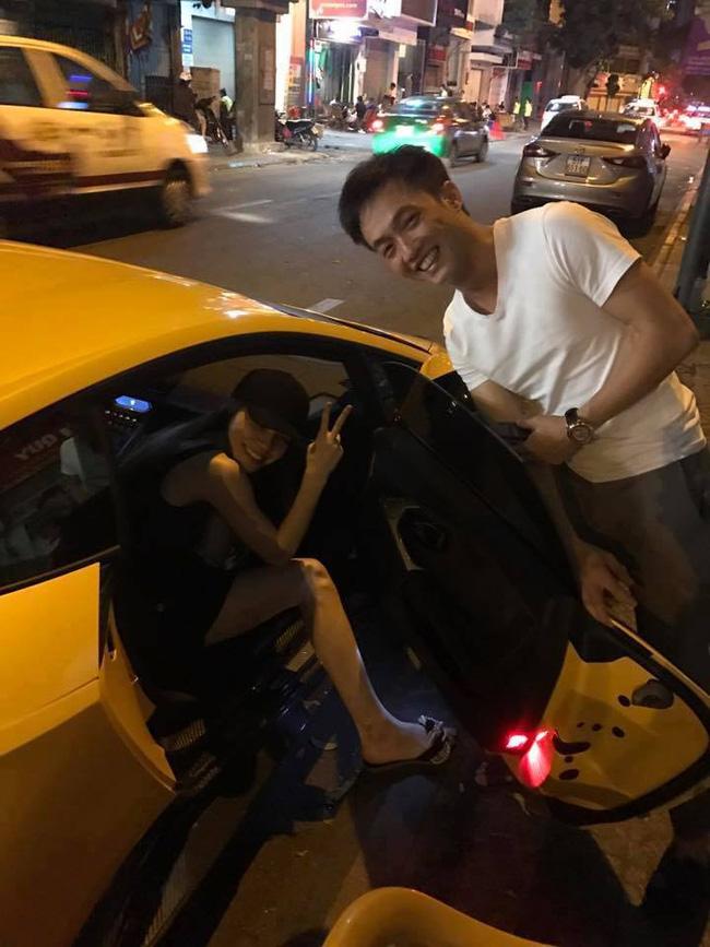 Cường Đôla ga lăng mở cửa xe cho Hồ Ngọc Hà khi đi ăn khuya cùng bạn bè - Ảnh 1.