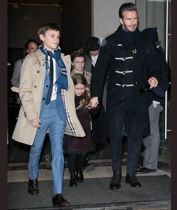 Từng kiếm tiền tỷ nhưng con trai thứ nhà David Beckham lại vui vẻ với công việc rửa chén thuê - Ảnh 1.