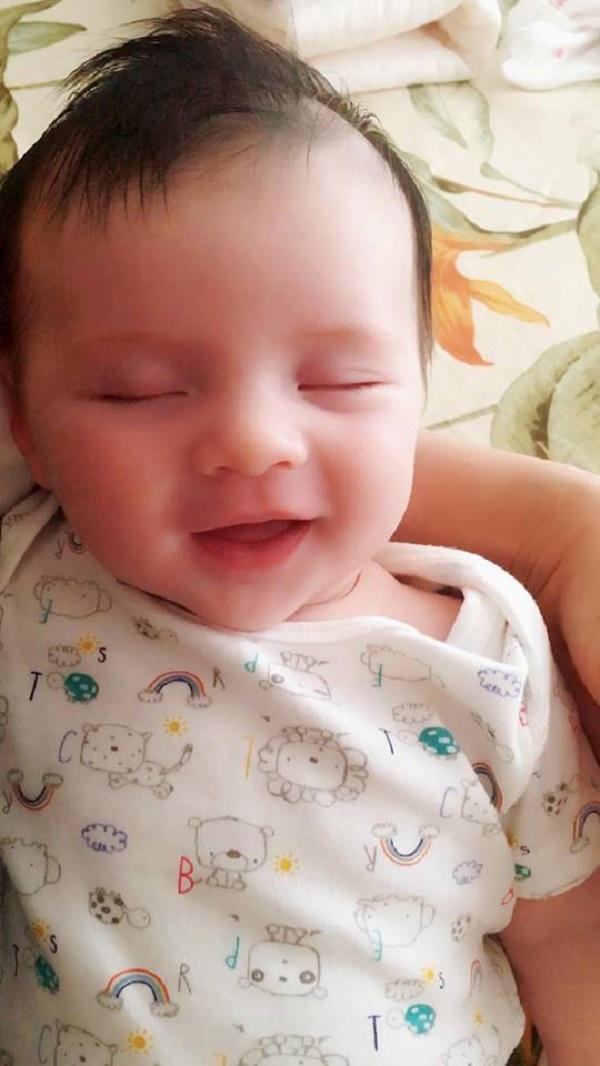 Loạt ảnh chứng minh thiên thần là có thật của em bé lai gốc Việt - Ảnh 8.