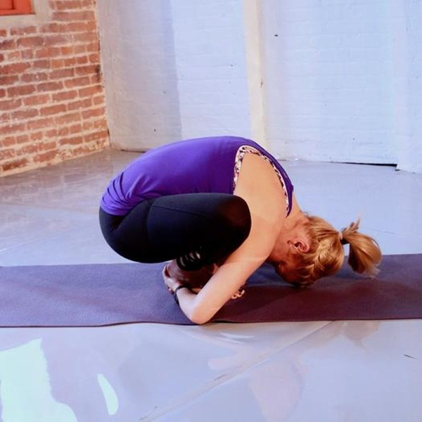 """Đây là những tư thế yoga giúp bạn tăng khả năng """"dính"""" bầu - Ảnh 2."""