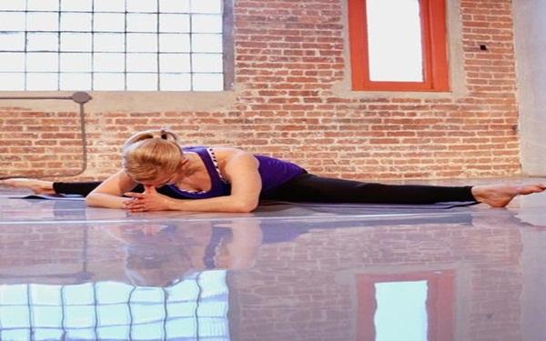 """Đây là những tư thế yoga giúp bạn tăng khả năng """"dính"""" bầu - Ảnh 3."""
