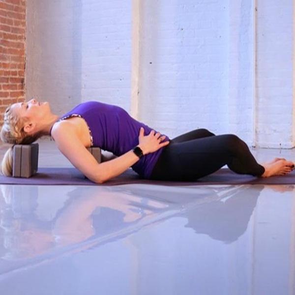 """Đây là những tư thế yoga giúp bạn tăng khả năng """"dính"""" bầu - Ảnh 6."""