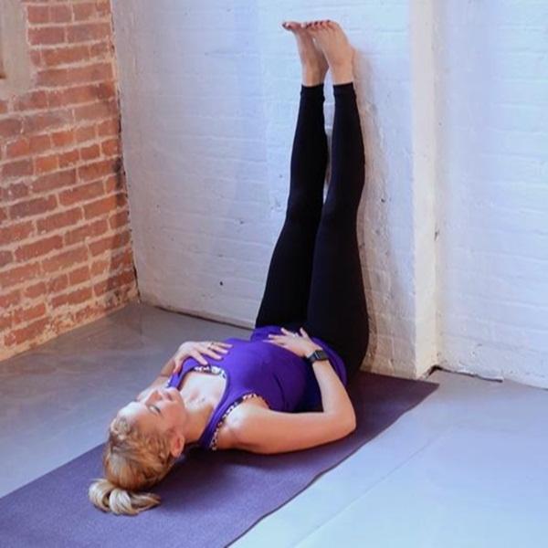 """Đây là những tư thế yoga giúp bạn tăng khả năng """"dính"""" bầu - Ảnh 7."""