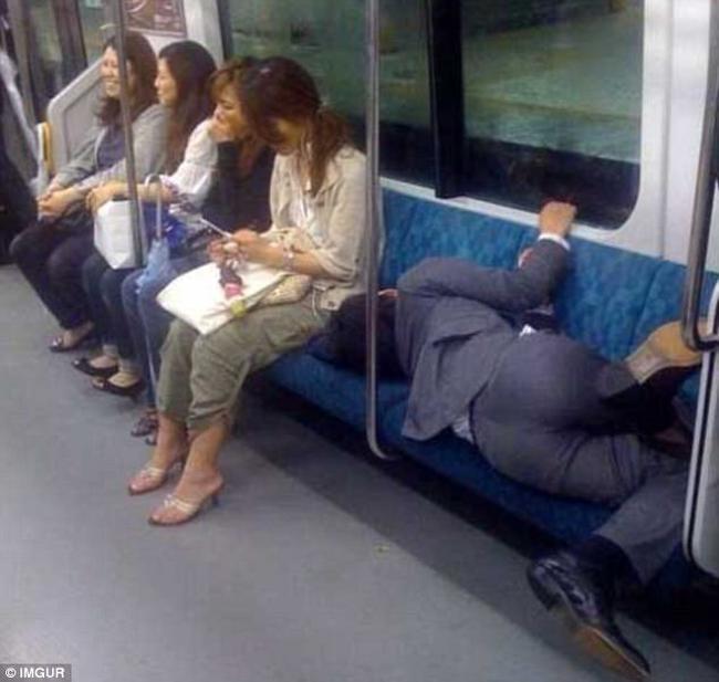 Không nhịn được cười với tư thế ngủ kiểu màn trời chiếu đất của các sâu ngủ chính hiệu - Ảnh 8.