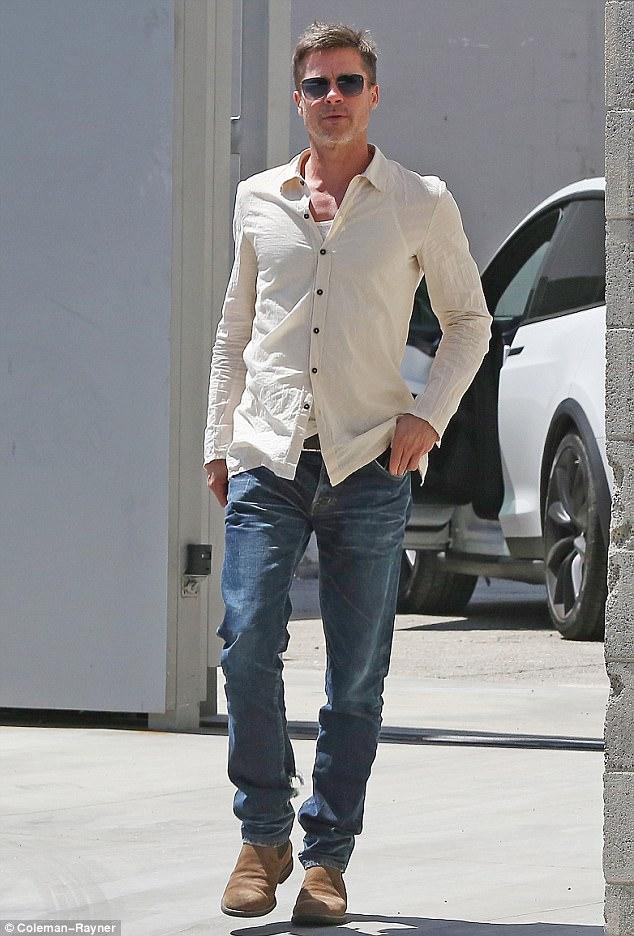 """Brad Pitt bắt đầu """"hẹn hò"""" trở lại sau khi chia tay Angelina Jolie - Ảnh 1."""