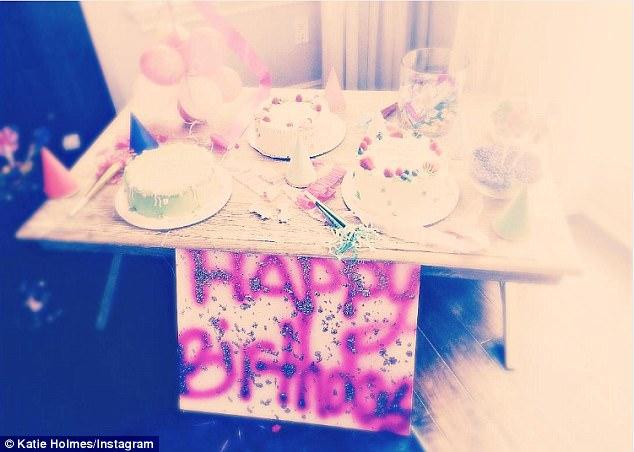 """Tom Cruise lại """"cáo bận"""" không có mặt trong tiệc sinh nhật lần thứ 11 của con gái Suri - Ảnh 2."""