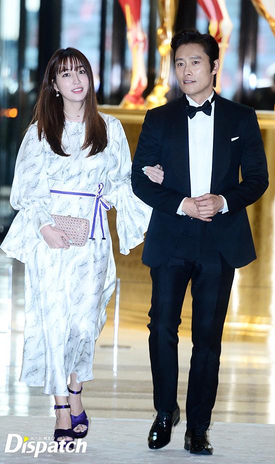 Vợ chồng Kwon Sang Woo và vợ chồng Lee Byung Hun tình tứ tại sự kiện - Ảnh 3.
