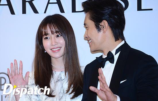 Vợ chồng Kwon Sang Woo và vợ chồng Lee Byung Hun tình tứ tại sự kiện - Ảnh 4.