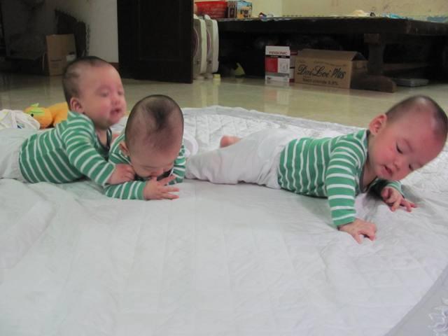 Bà mẹ 9X hồi hộp kể lại những nỗi sợ trong ca sinh ba cùng trứng cực hiếm gặp - Ảnh 12.