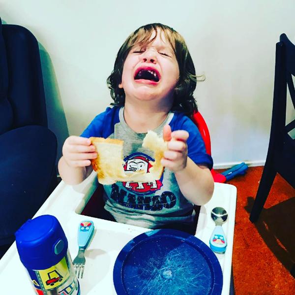 Bật cười với những bức ảnh chứng minh làm trẻ con không dễ đâu nhé - Ảnh 2.